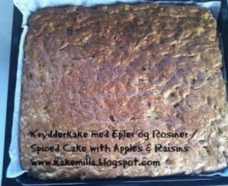 Krydderkake med Epler og Rosiner / Spiced Cake with Apples & Raisins