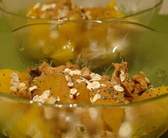 Pêssego com Nozes, Aveia e Canela / Peaches with Walnuts, Oatmeal and Cinnamon