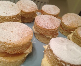 Mini Victoria Sandwich Cakes with Cream & Dulce du Leche