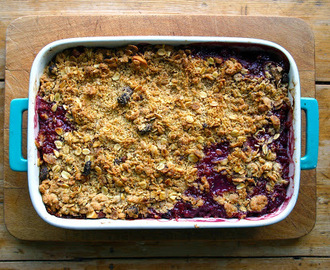 plum and fig crumble with Pimm's Blackberry and Elderflower Special Edition