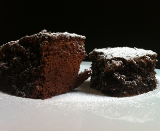 BROWNIE DE CHOCOLATE, COCO Y BAILEYS