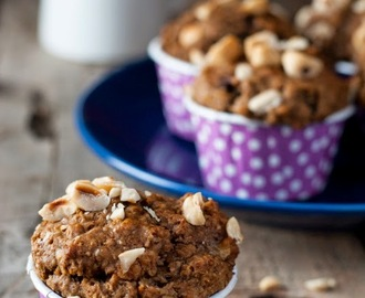 Healthy wholewheat chocolate banana oat muffins with hazelnuts (and chocolate chips)