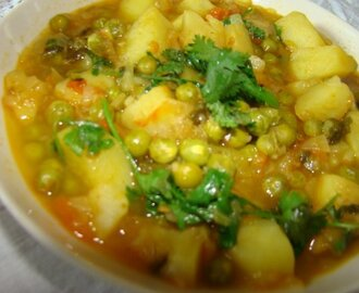 Aloo Matar(potatoes and peas in onion gravy)