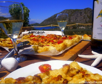 Τάρτα κοτόπουλο και Villa Armonia. Chicken tart and Villa Armonia.