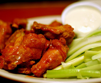 Super Bowl (Buffalo wings com molho blue cheese)