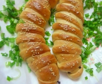 Caterpillar Bread / Chicken Stuffed Bread.