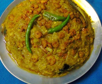 Bengali Lau Chingri/Bottle Gourd With Shrimp Curry