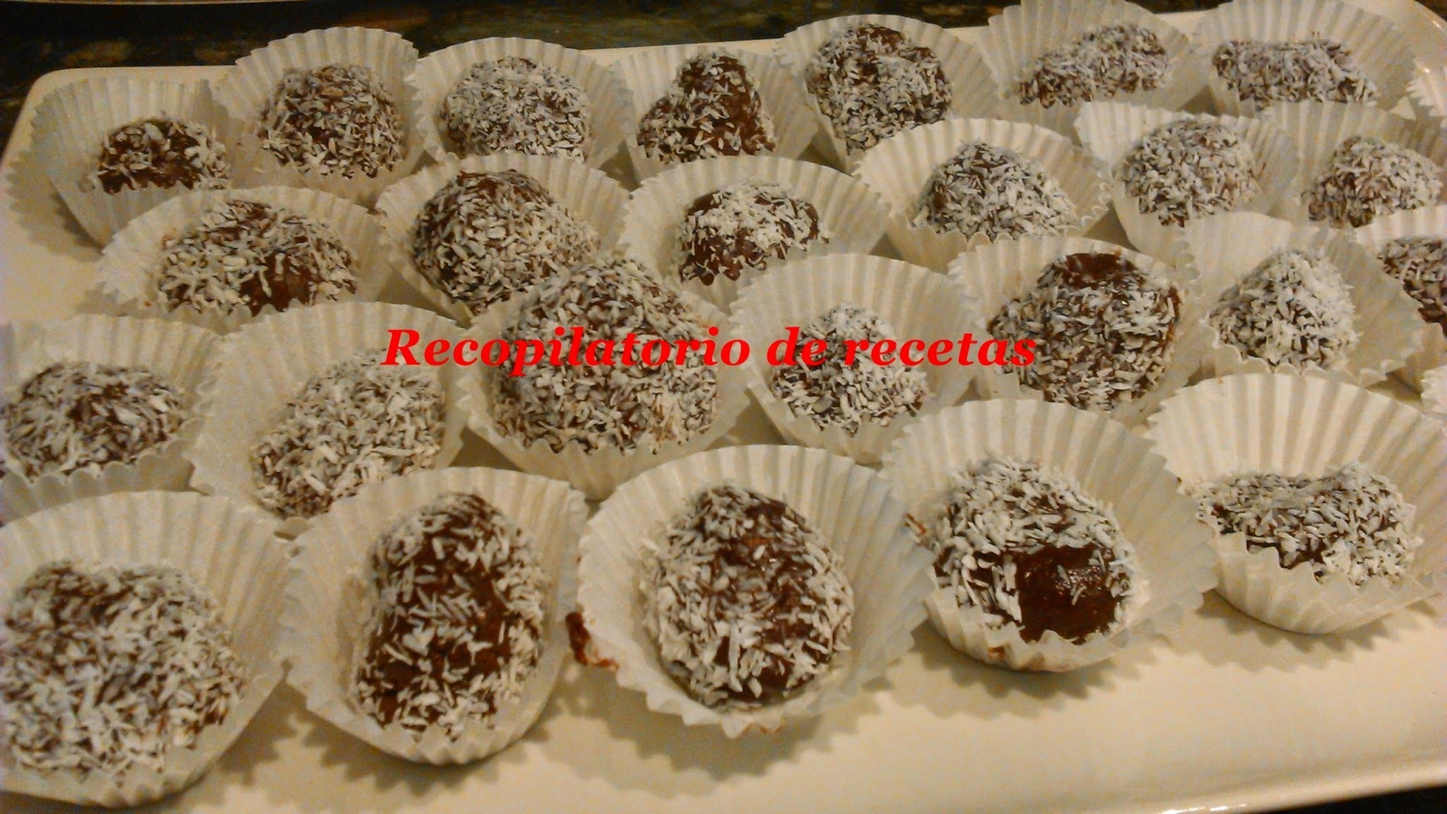 Rocas de chocolate con nueces decoradas con coco en thermomix