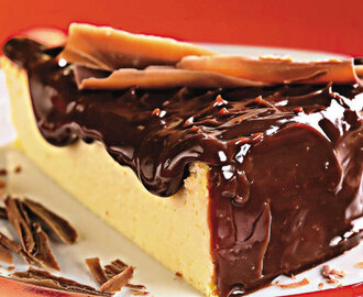 Cheesecake com cobertura de chocolate