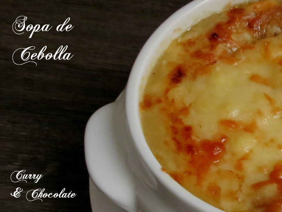 Sopa de cebolla con queso fundido - Onion soup with melted cheese