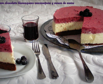 Cheesecake con chocolate blanco  mascarpone y mousse de moras