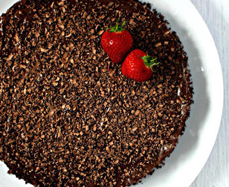 Tarte de chocolate com base de frutos secos/Chocolate tart with nuts base
