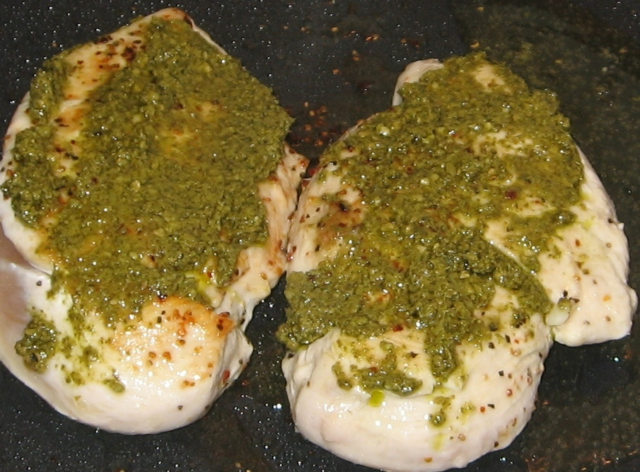 Kyllingfilet med pesto og kremost