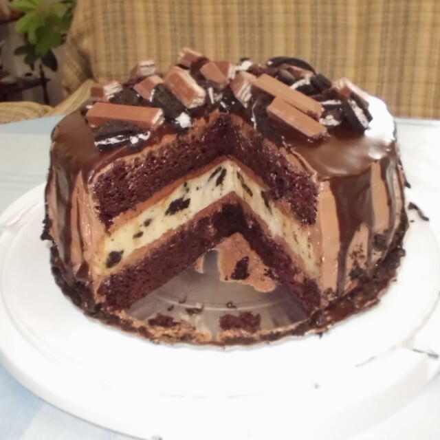 Oreo Nutella Cheese and Choco Kit Kat Cake