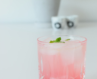 Rabarber cocktail / limonade / sommerdrink