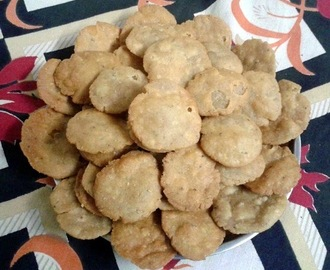Mathri (Whole wheat flaky biscuit)