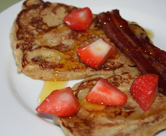Banana pancakes with crispy bacon and strawberries