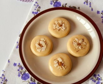 Milk Peda / Doodh Peda - a quick Microwave Version with Milk Powder