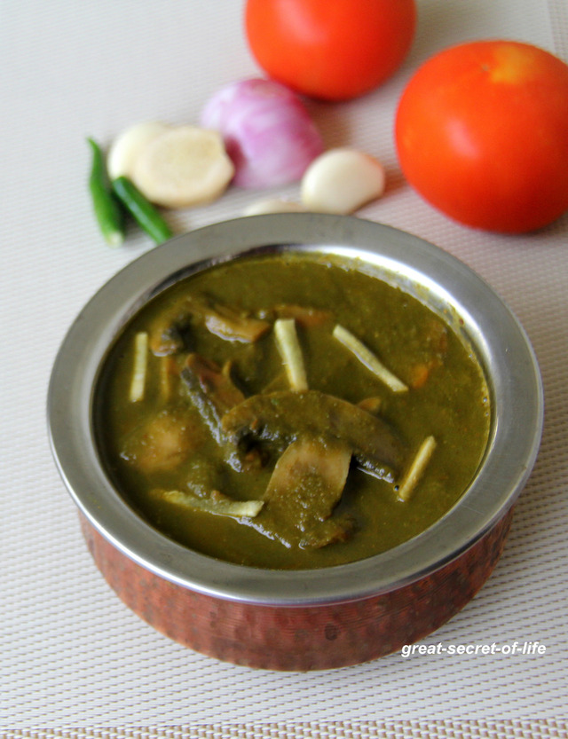 Palak Mushroom - Khumbh Pala - Mushroom in spinach gravy -  Healthy vegan gravy for roti / rice / naan - Iron Rich side dish for rice / roti / naan