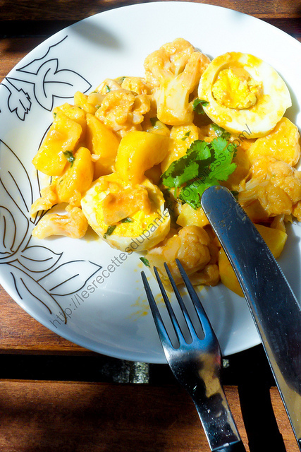 Curry de chou-fleur, oeuf et pomme de terre / Cauliflower, egg and potato curry