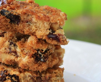 The Most Amazingly Delicious Cookie Bar! ~ Chocolate Chips - Dried Fruits - Nuts Cookie Bar