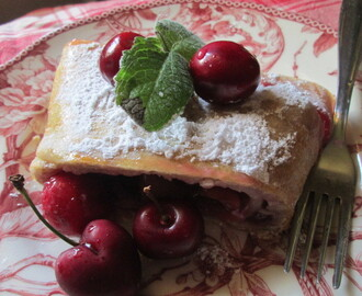 Classic Cherry Strudel for Christmas   (Strudel de cerezas )