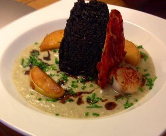 Stornoway black pudding, seared scallop with caramelised apple, apple + onion velouté and Parma ham crisp.