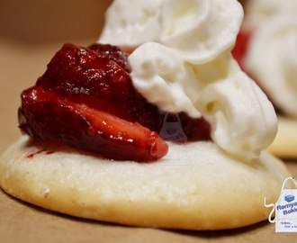 Pavlovas with whipping cream and poached strawberries