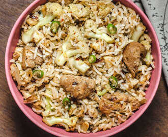 Burnt Garlic Fried Rice / Cauliflower & Soya Chunks Fried Rice - Indian Style
