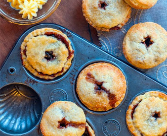 Mince pies with homemade mincemeat and brandy butter