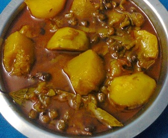 Veg. Curry Of Pumpkin With Whole Bengal Gram (Kala Chana)/Kumror Chakka