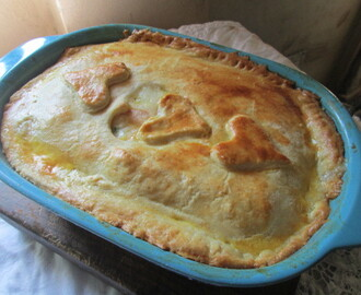 Double crust  chicken pot pie  (Tarta  de pollo)