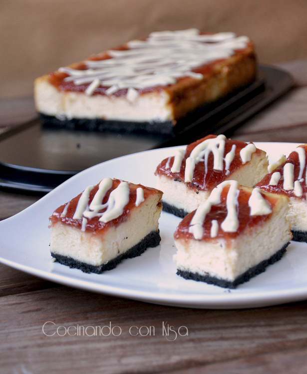Cheesecake de chocolate blanco y mermelada de fresa con base de galletas oreo (KitchenAid)