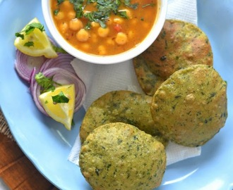 Spinach Poori :: Paalak ki Puri :: Spinach fried bread