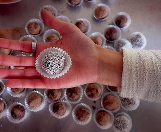 Trufas de cacau e frutos secos/ nuts and cocoa truffles