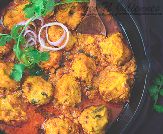 Bhapouri-Steamed Lentil Dumpling Curry