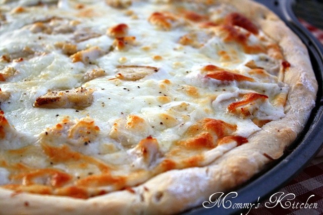 Chicken Alfredo Pizza + Easy Alfredo Sauce Recipe