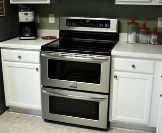 The Frigidaire Gallery Range Symmetry Double Oven {Chicken Nugget Feature}