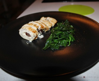 Bifes de perú com Brie e passas e espinafres salteados | Turkey steak with brie and raisins and sautéed spinach