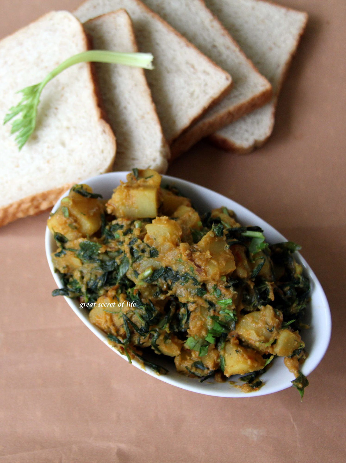 Aloo Methi - Vendhya keerai Potato Dry curry - Simple Side dish for roti / chapathi / chapati