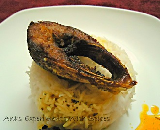 Mochmochey Bhaja Illish (Hot and Crispy Fried Hilsa With The Fried Fish Oil)