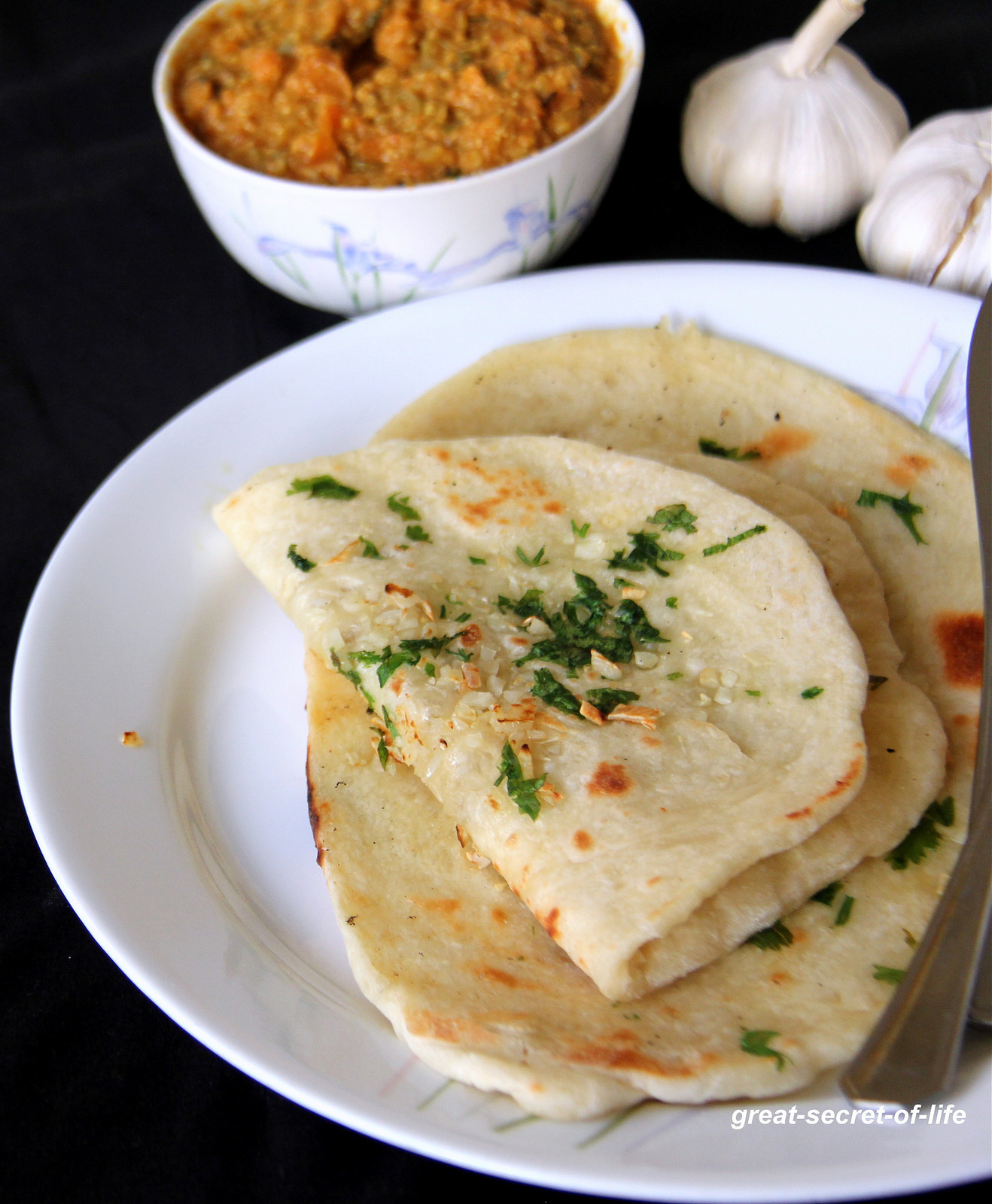 Garlic Naan Recipe - Garlic Naan without yeast - Step by step instructions to make garlic naan