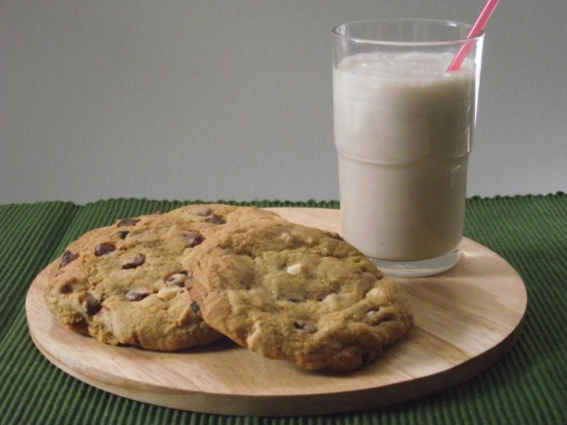 Double Chocolate Chip Cookies and Banana Milkshake