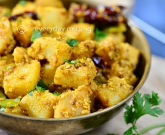 Til Vale Sookhe Aloo  \ Potatoes with Sesame Seeds cooked with Indian Spices