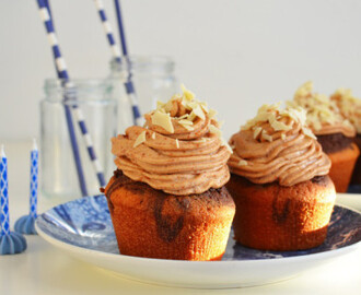 Marble cupcakes με συννεφένιο γλάσο από φυστικοβούτυρο- Marble Cupcakes and Fluffy Peanut Butter Frosting Recipe by Gabriel Nikolaidis and the Cool Artisan!