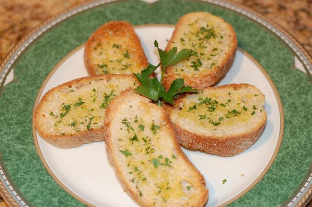 Garlic Bread (Perfect side dish and appetizer)