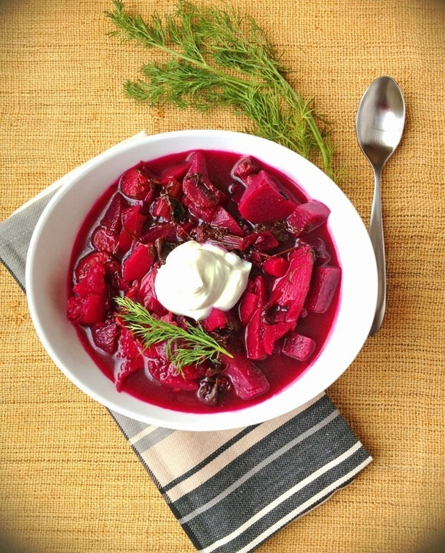 Vegetarian Borscht with Kale: a comforting soup recipe for the DailyBuzz Moms 9×9