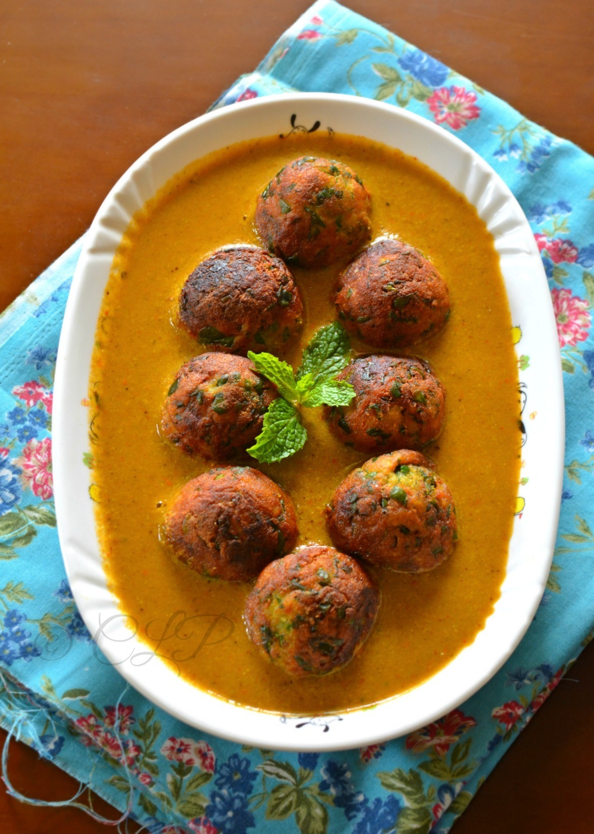 Palak Kofta Curry - Low Fat version | Spinach Kofta Curry without cream
