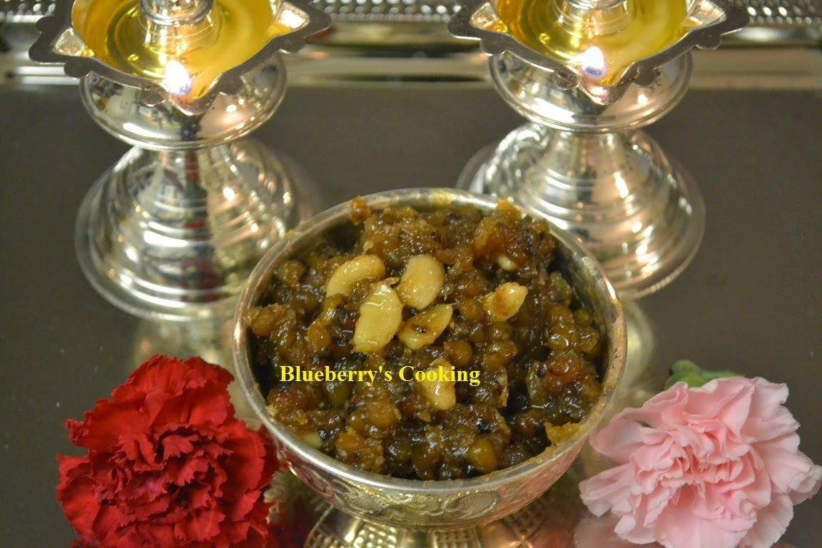 Pachai Payaru Sweet Sundal /  Green Gram Sweet Sundal - Navarathri Recipes