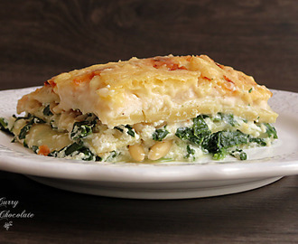 Lasaña vegetariana a los tres quesos con espinacas y piñones –  Spinach and three-cheese lasagne with pine nuts